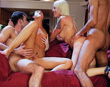 Private HD porn video: India Summer heeft sex met Lorelei in een groep van vier