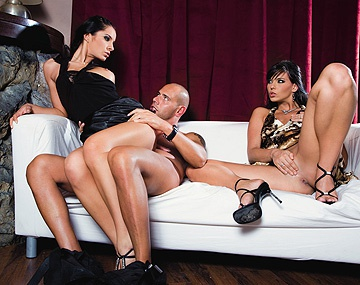 Private  porn video: Lucy Belle et Simony Diamond dans un trio avec anal et facials