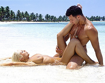 Private  porn video: Henriette Blond, anal, cubana y corrida facial en una playa tropical